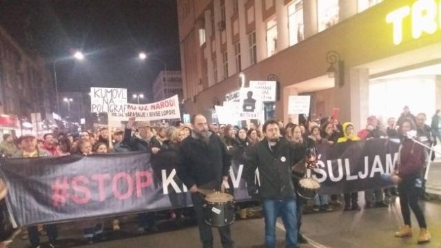 Održan još jedan protest nezadovoljnih građana Kruševca, nezadovoljstvo zbog grejanja, stanja u bolnici, lažnog informisanja, povezanosti funkcionera sa kriminalcima, itd…